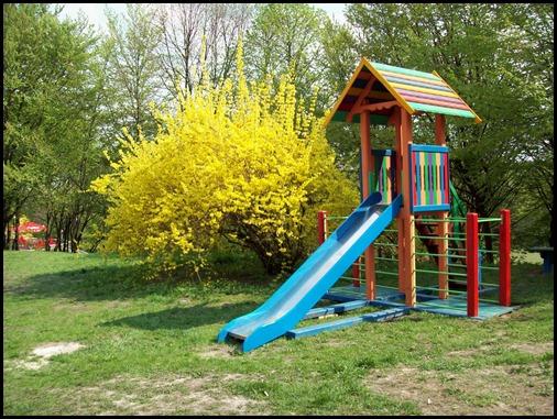 Киев. Детская площадка перед выставкой цветов 2011 г.