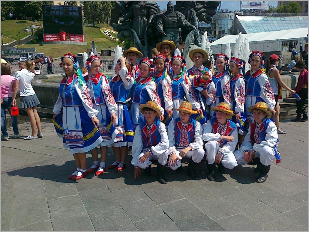 Фольклорный коллектив на Майдане Незалежности