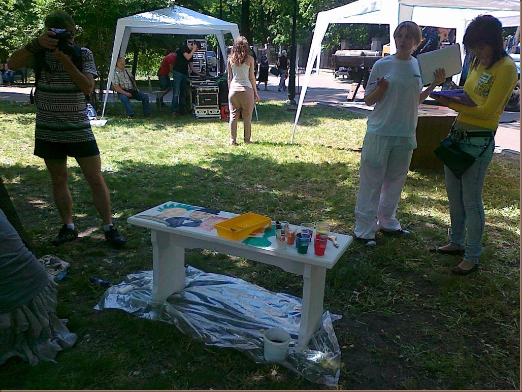 Разрисовка парковых скамеек в Мариинском парке