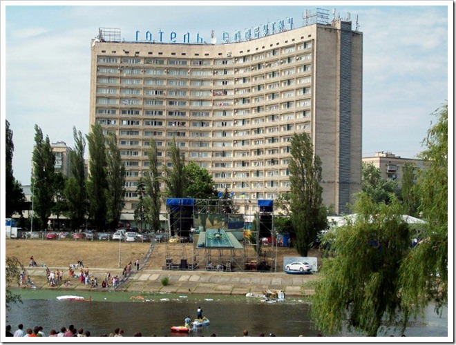 Киев.1 Red Bull Flugtag--Готель Славутич