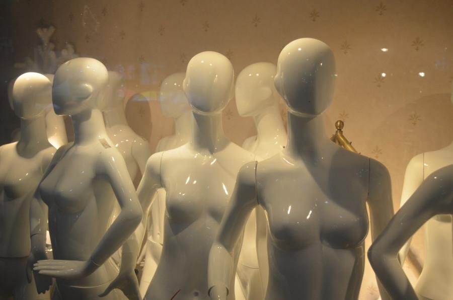 faceless-mannequins.jpg
