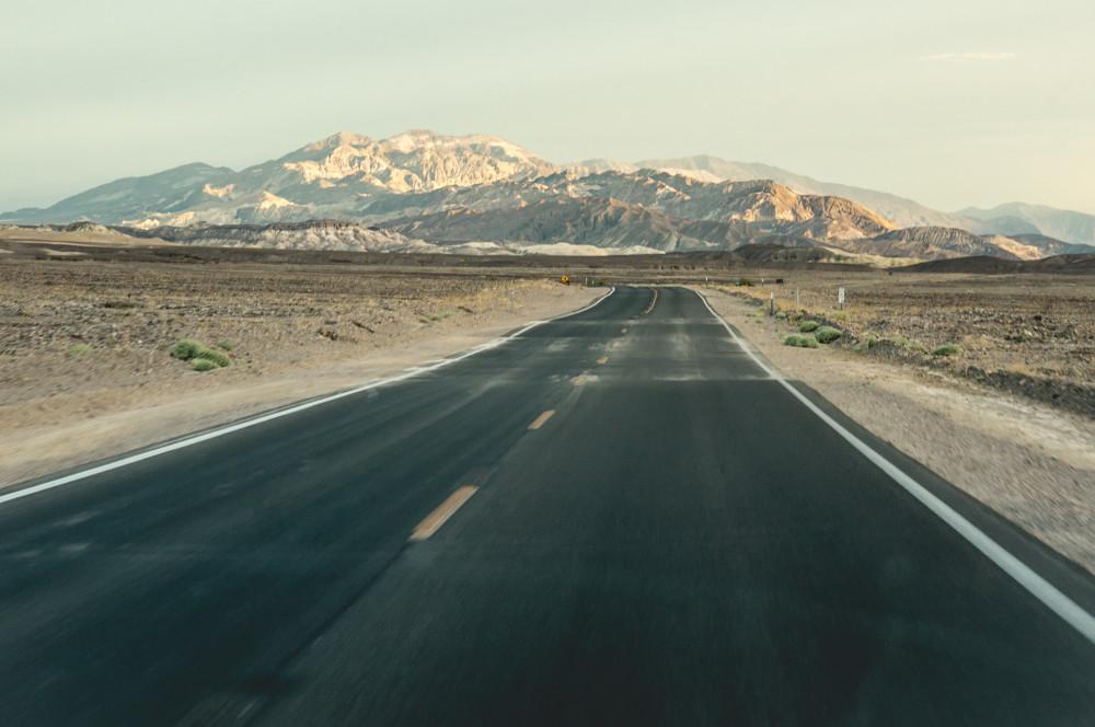 Долина смерти и тайна двигающихся камней