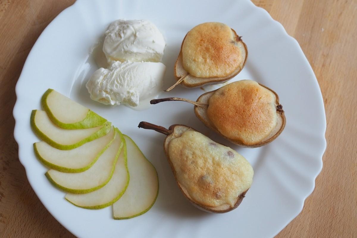 Яблоки и груши с творожной начинкой