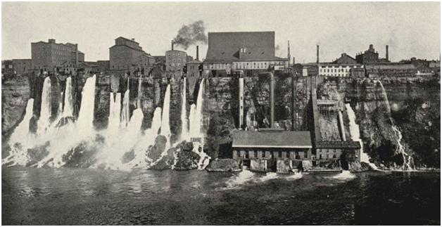 Гидроэлектростанция на Ниагарском водопаде, видны 4 водовода к 4 гидроагрегатам