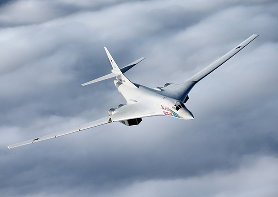 Если чего, то Ту-160 при взлете с аэродрома Анадырь или Мыс Шмидта и подлете к морю Бофорта могут достать своими ракетами север США, а если залетят на северо-восток Канады - то Вашингтон и Нью-Йорк