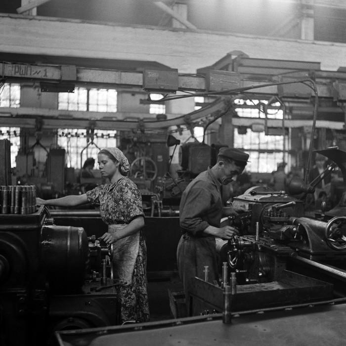Советские люди в фотографиях немецого фотографа. pbs_ussr56_025
