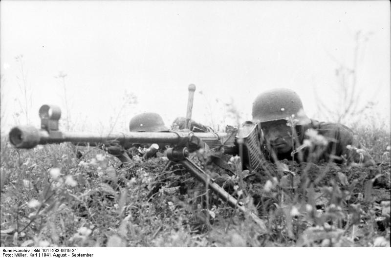 Bundesarchiv_Bild_101I-283-0619-31,_Russland,_Deutsche_Soldaten_mit_Panzerbüchse_39