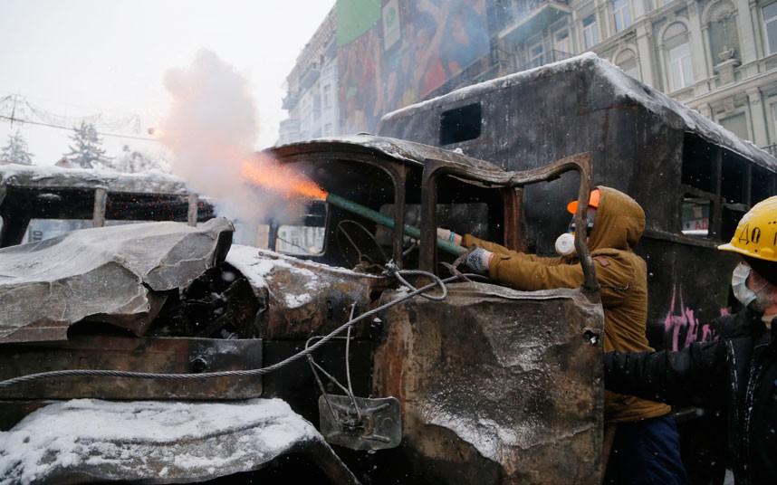 ukraine-protester-_2798541k