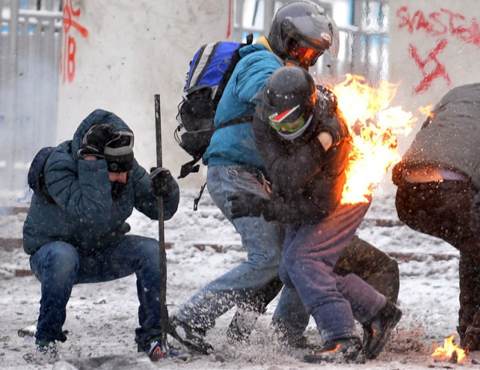 kiev-protester-on-_2799625k