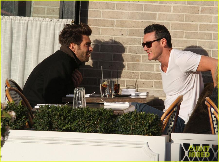 luke-evans-rumored-boyfriend-jon-kortajarena-lunch-19