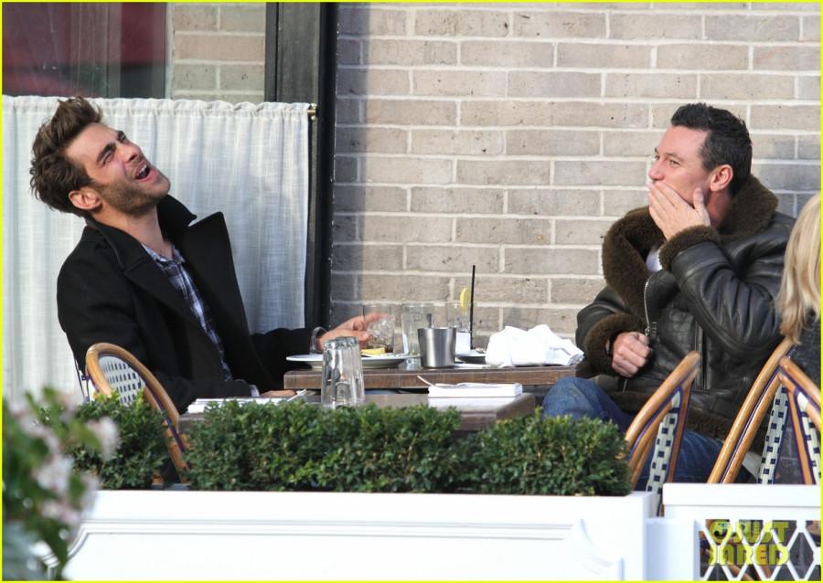 luke-evans-rumored-boyfriend-jon-kortajarena-lunch-30