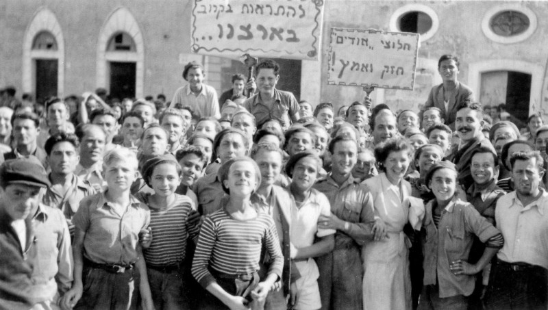 Алия «Бет» евреев, усилия, Палестину, Ха'апала, лагерей, Катастрофу, евреи, организации, переселения, Послевоенный, пролегал, подобных, сборных, находились, пунктов, американском, секторе, БадРейхенхалл, Лайпхайм, оттуда