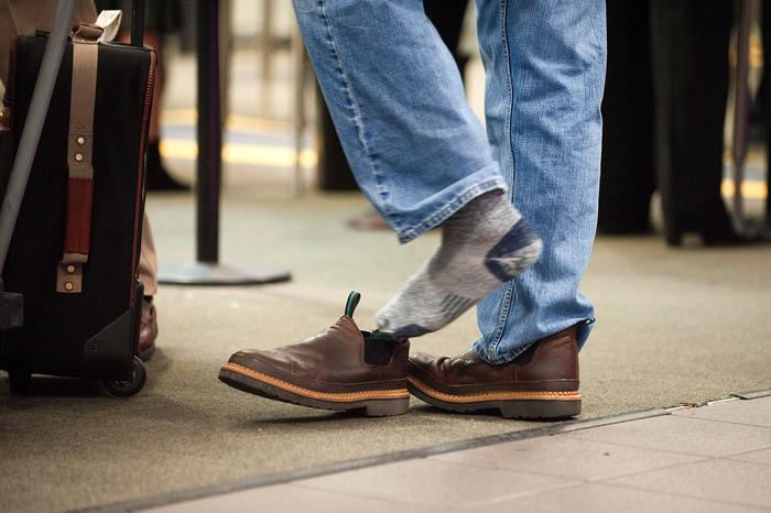Почему американцы не снимают дома обувь