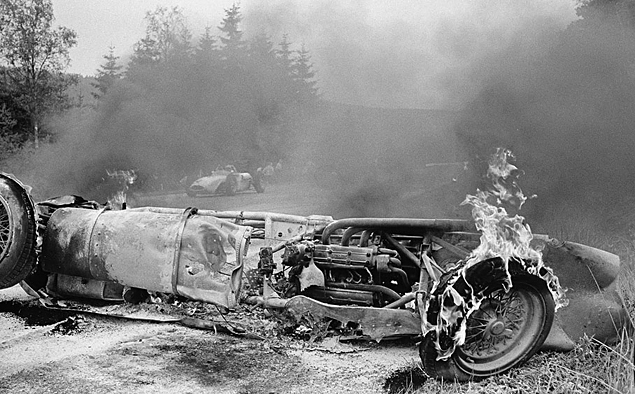 1962 год, Гран-при Бельгии. Вторая гонка Шлегельмильха в Формуле-1. В кадре – горящая Ferrari 156 бельгийского пилота Вилли Мэресса