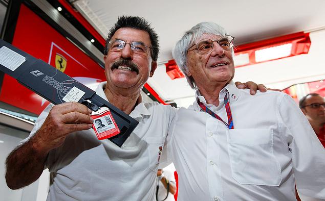 Райнер Шлегельмильх и Берни Экклстоун во время вечеринки в честь фотографа  2011, Гп Италии.