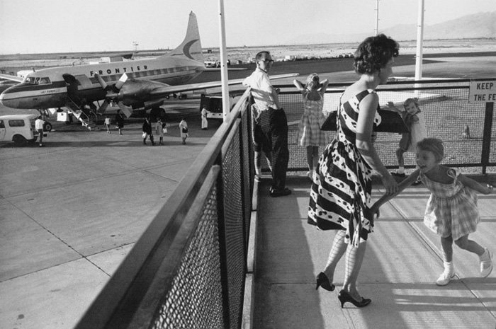 3932_1Garry_Winogrand_Arrivals_61