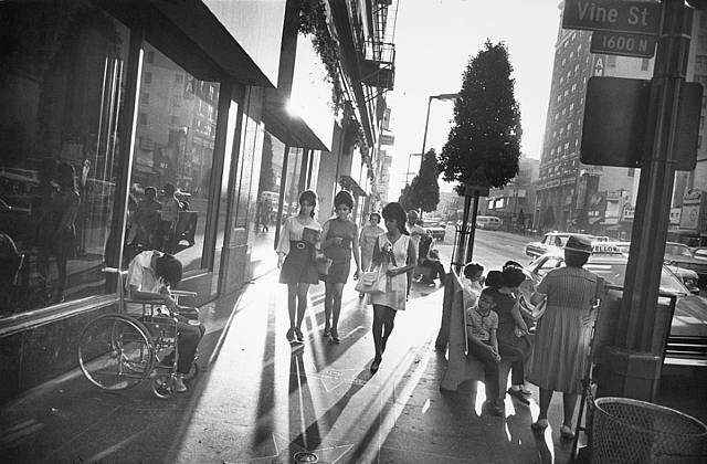 artwork_images_396_427307_garry-winogrand