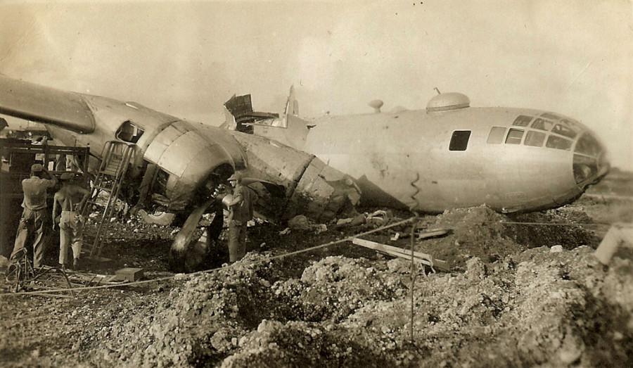 B-29.~Irish Lassie~.497BG.[m-All crew walked away from this crash]..[crash]..2019-12-17.00083.