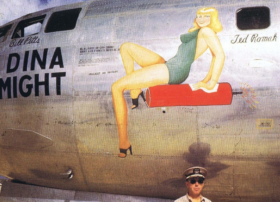 B-29,~Dina Might~,(c),#42-65280,[u-World War II Nose Art in Color_p041],2019-12-06,00769