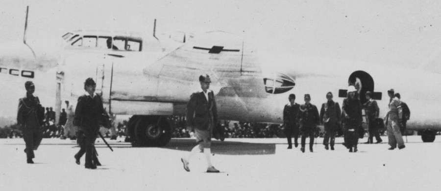 A030 Japanese officials 1 enlargement low den