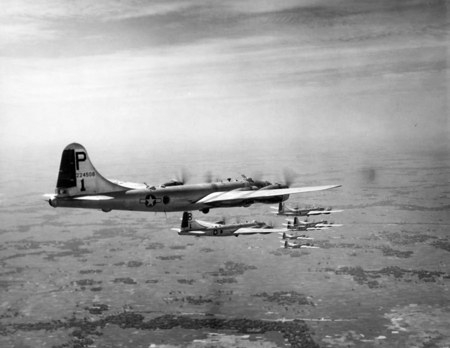 B-29,#42-24506,462BG,768BS,tail-Solid-Rudder-Red-P-1,[flight],[formation over India in the fall of 1944],2020-01-12,00004