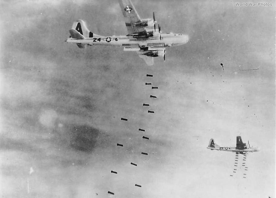B-29,#42-24604,[k4-may-be],tail-A-24,[flight],[bomb],497BG,[dropping_bombs_on_Japan],,2020-03-18,00008