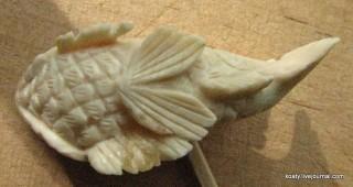 брюшко рыбки из бивня мамонта