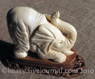 Игривый слоник. Резьба по бивню мамонта. А.Степаненко.