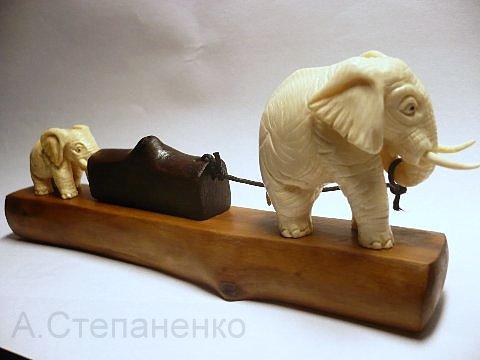 Слоненок помощник