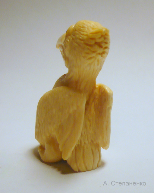 Пеликан из бивня мамонта, фигурка.