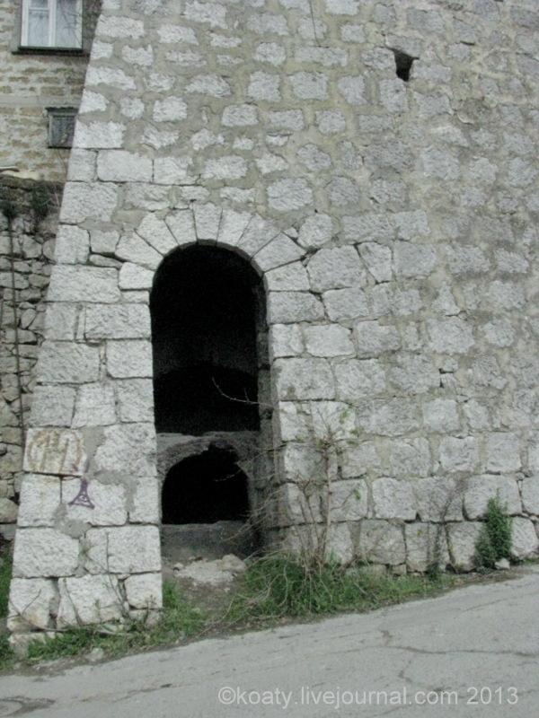 Татарская печь в стене. Ялта, ул. Войкова.