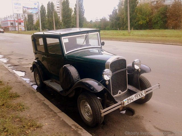 Старый автомобиль. Опель.