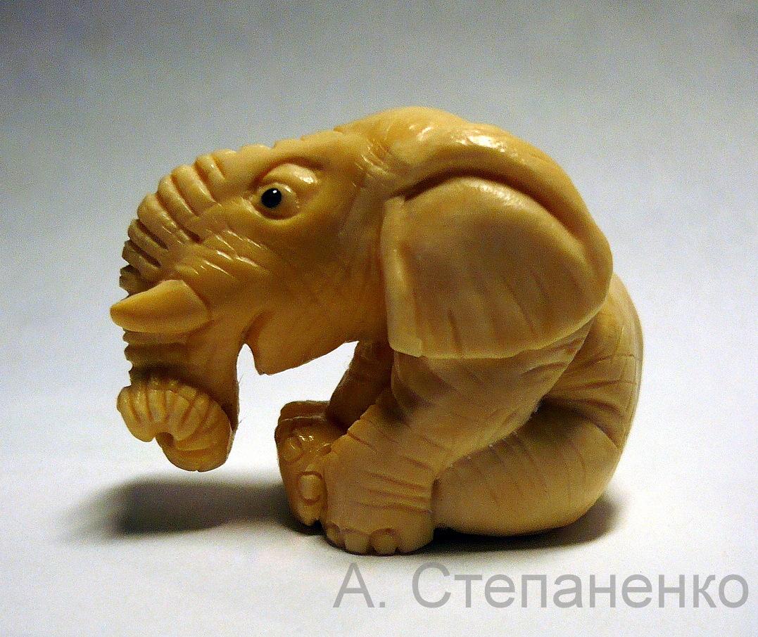 Слоник из бивня мамонта. А. Степаненко.