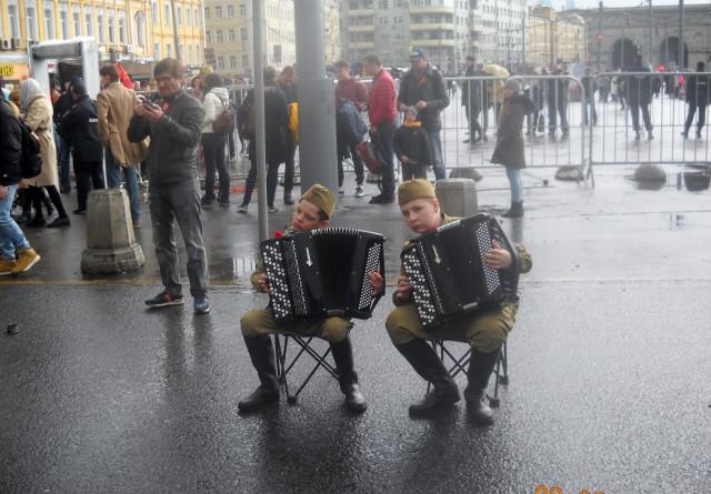 Юные музыканты у Белорусского вокзала