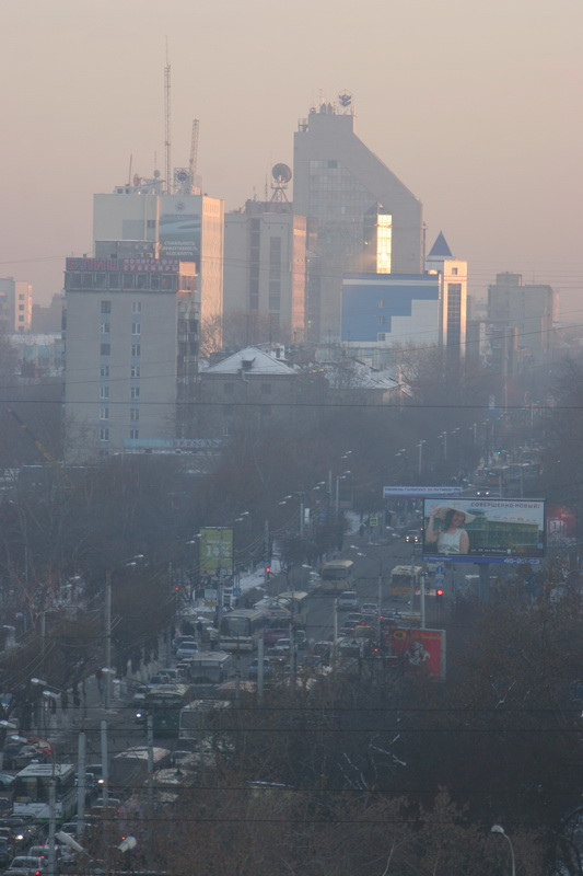 Источник изображения: https://commons.wikimedia.org/wiki/File:Tyumen_RespublikySt_DaylyTTrafficJam_Smog.jpg