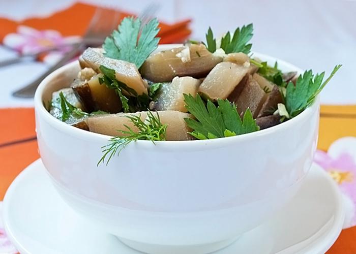 Салат из отварных баклажанов с уксусом