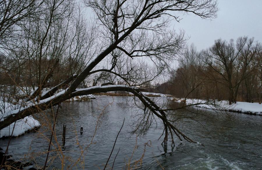 январская река