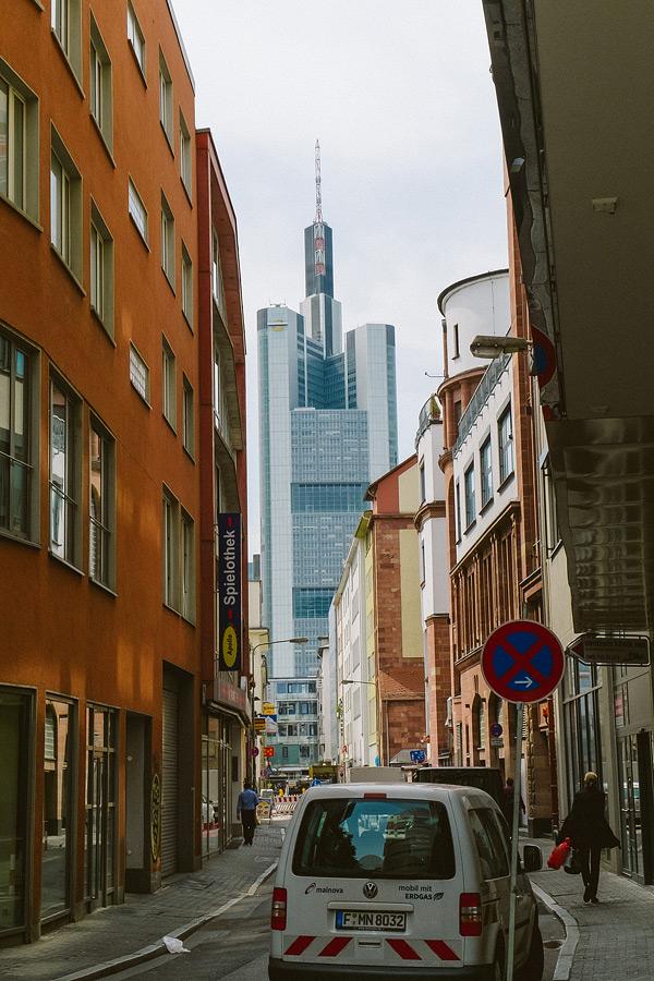 Пересадка во Франкфурте. Что посмотреть во Франкфурте во время пересадки. Как добраться из аэропорта Франкфурта до центра.