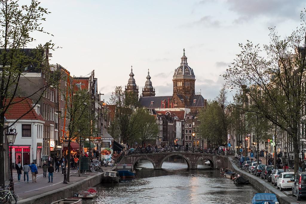 Амстердам квартал Красных фонарей. Амстердам проститутки.