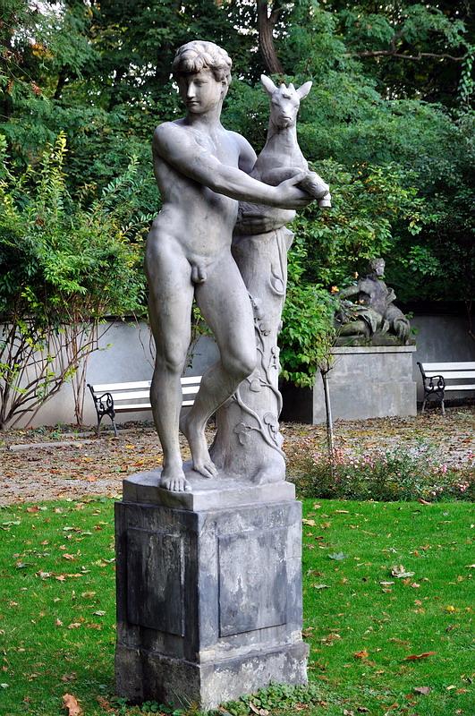 голая статуя девушек