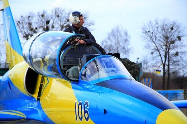 Луганск ОГА. 1. самолет на аэродроме