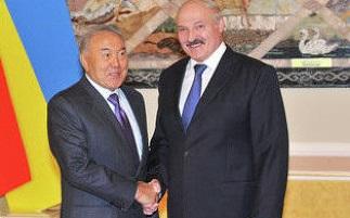 Назарбаев и Лукашенко с Украинским флагом