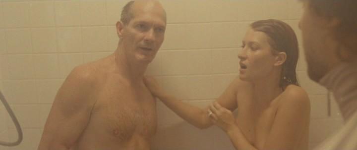 Частное фото «в ванной, моется в ванной»: ЧАСТНОЕ