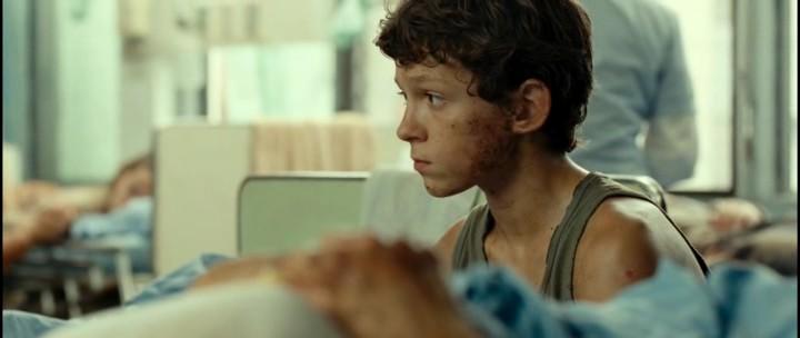 Фильм-катастрофа Невозможное - Том Холланд в роли Лукаса Беннетта