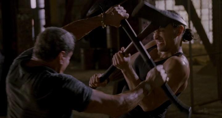 Криминальнй триллер Неудержимый - Джимми Бобо бьется с Киганом на топорах