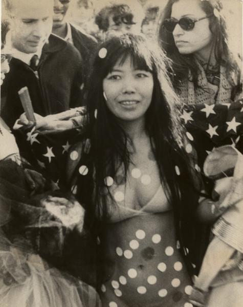 kusama_bust-out-happening_69_web_634.jpg 1969