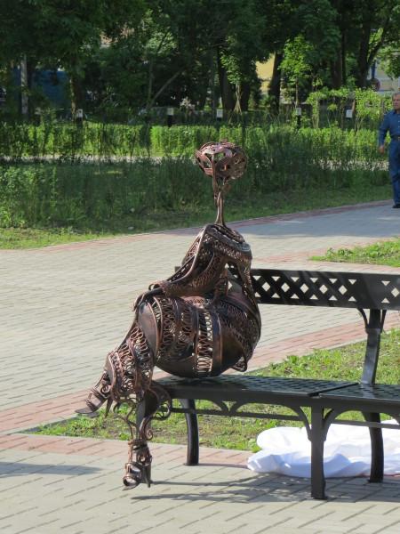 skameyka1 скульптура_Мужчина и Женщина_Гатчина