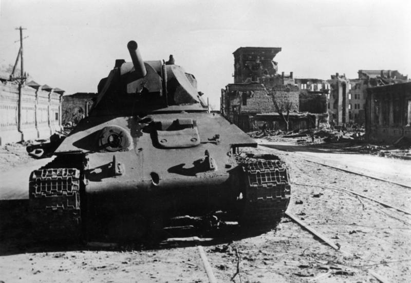 Bundesarchiv_Bild_183-B22359,_Russland,_Kampf_um_Stalingrad,_Panzer_T34