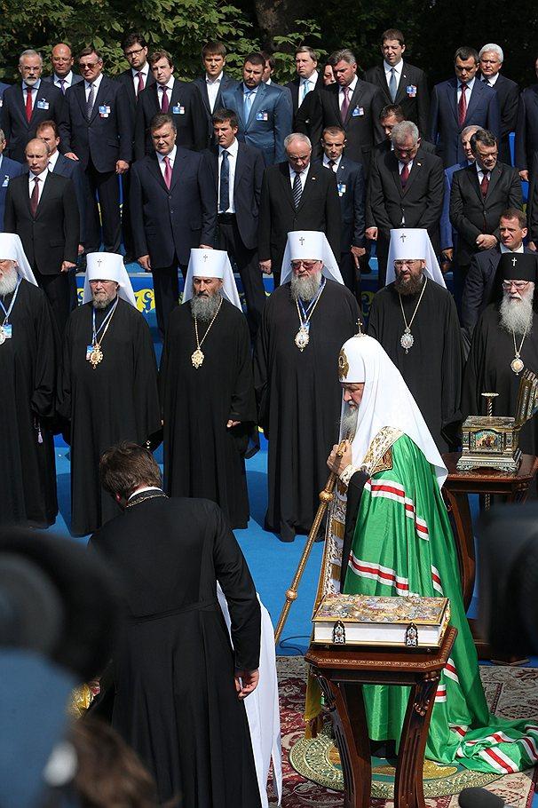 Putin_2013_07_28_Sevastopol_5_Patriarch_Kirill_Vladimirski_cathedral_Kommersant_Vladimir_Sodel