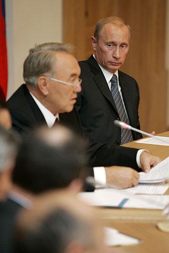 Putin_2007_10_04_Novosibirsk_Forum_prigranykh_regionov_01_Nazarbaev